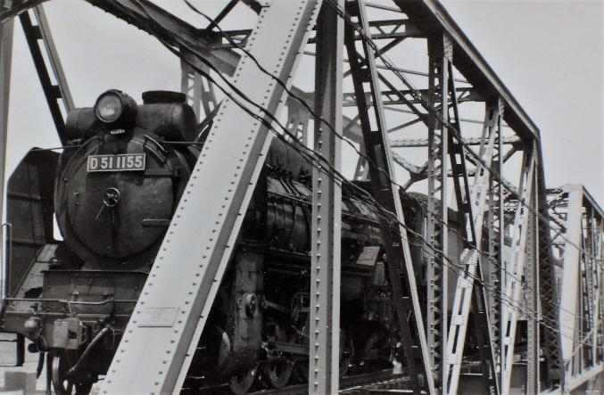 遠賀川鉄橋を渡るデゴイチ客車