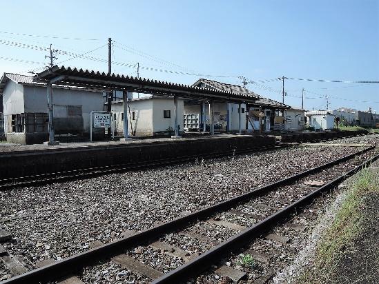 15年9月撮影、勾金(まがりかね)駅ホーム
