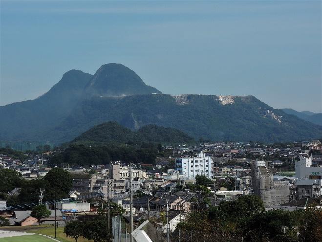 16年10月撮影の香春岳