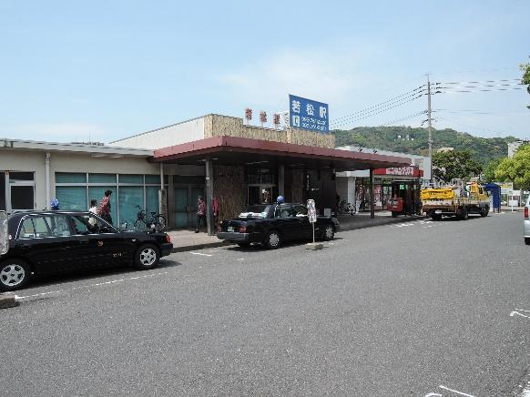 13年4月若松駅舎