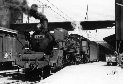 74年4月の宮崎駅、貨物も客車も蒸気機関車