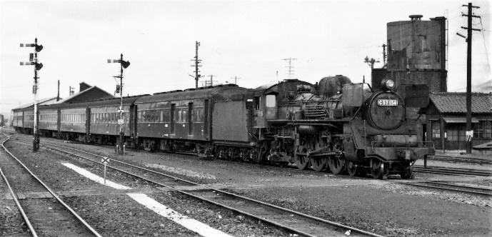 74年4月吉都線シゴナナの客車到着せり