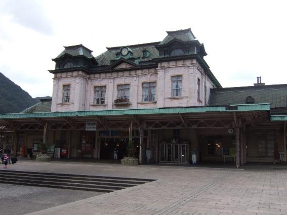 06年12月門司港駅舎、その後修復された。